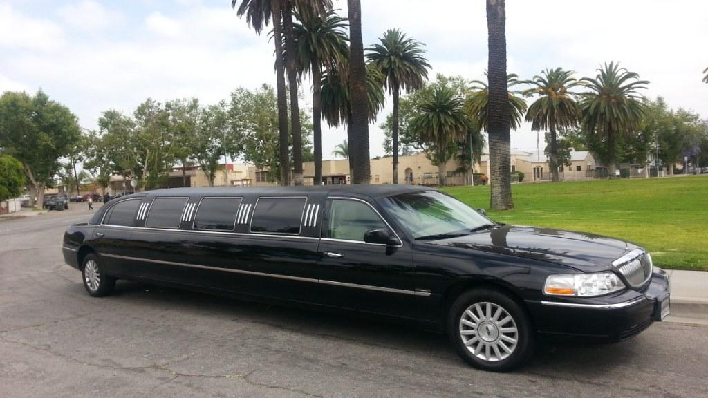 2005 Black 140 Inch Lincoln Towncar Limousine For Sale