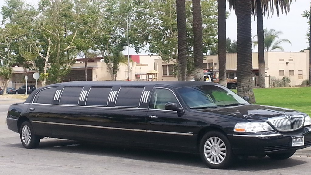 2005 Black 140 Inch Lincoln Towncar Limousine For Sale 1265
