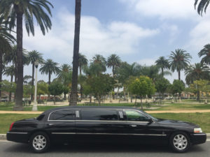 7235-2007-black-72-inch-lincoln-towncar-limo-for-sale-4