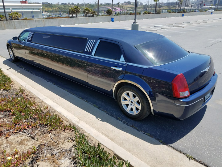 2006 midnight blue 130 inch chrysler 300 limo for sale 1240. Black Bedroom Furniture Sets. Home Design Ideas