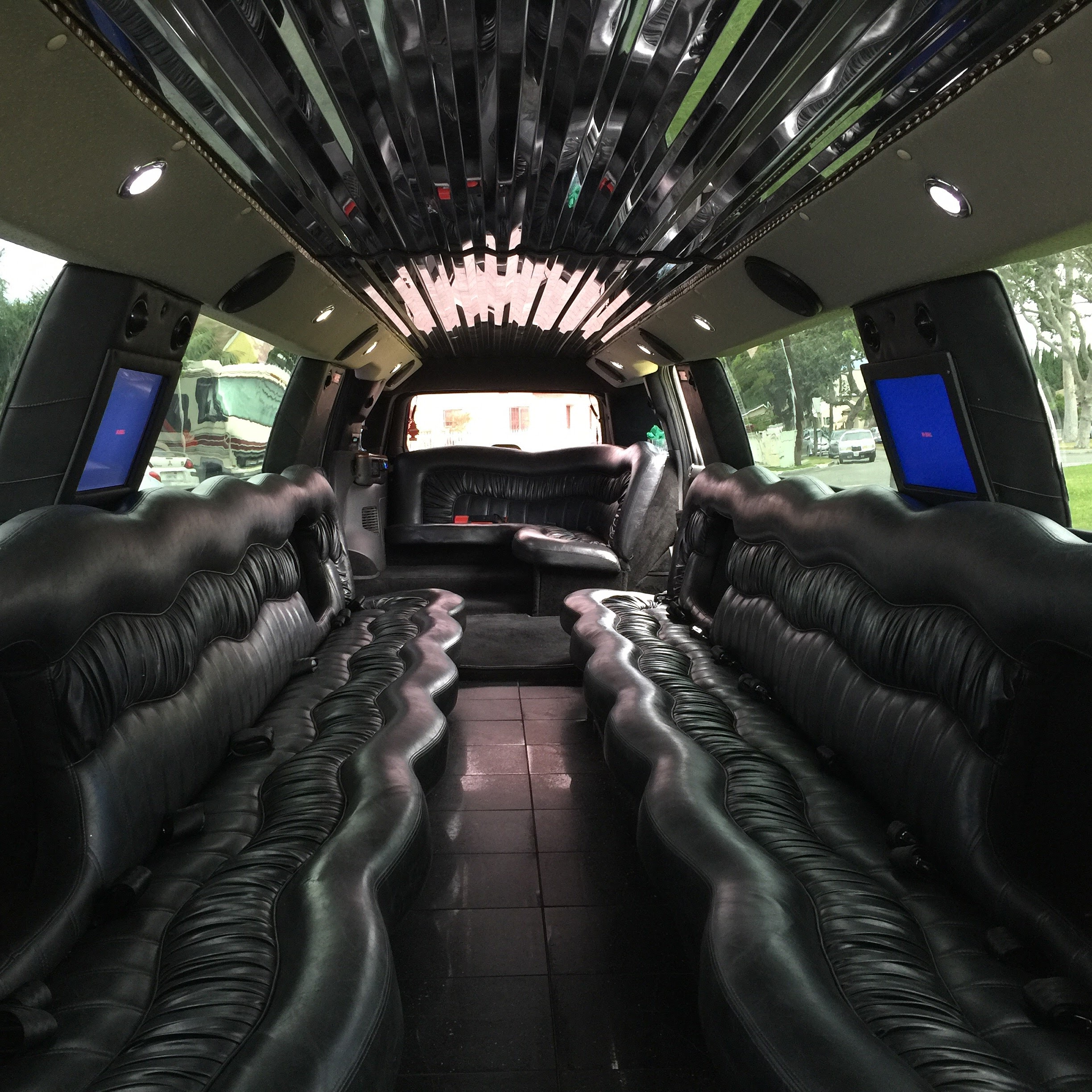 Limo For Sale >> 2007 Diamond White 20 Passenger Cadillac Limo For Sale 2452