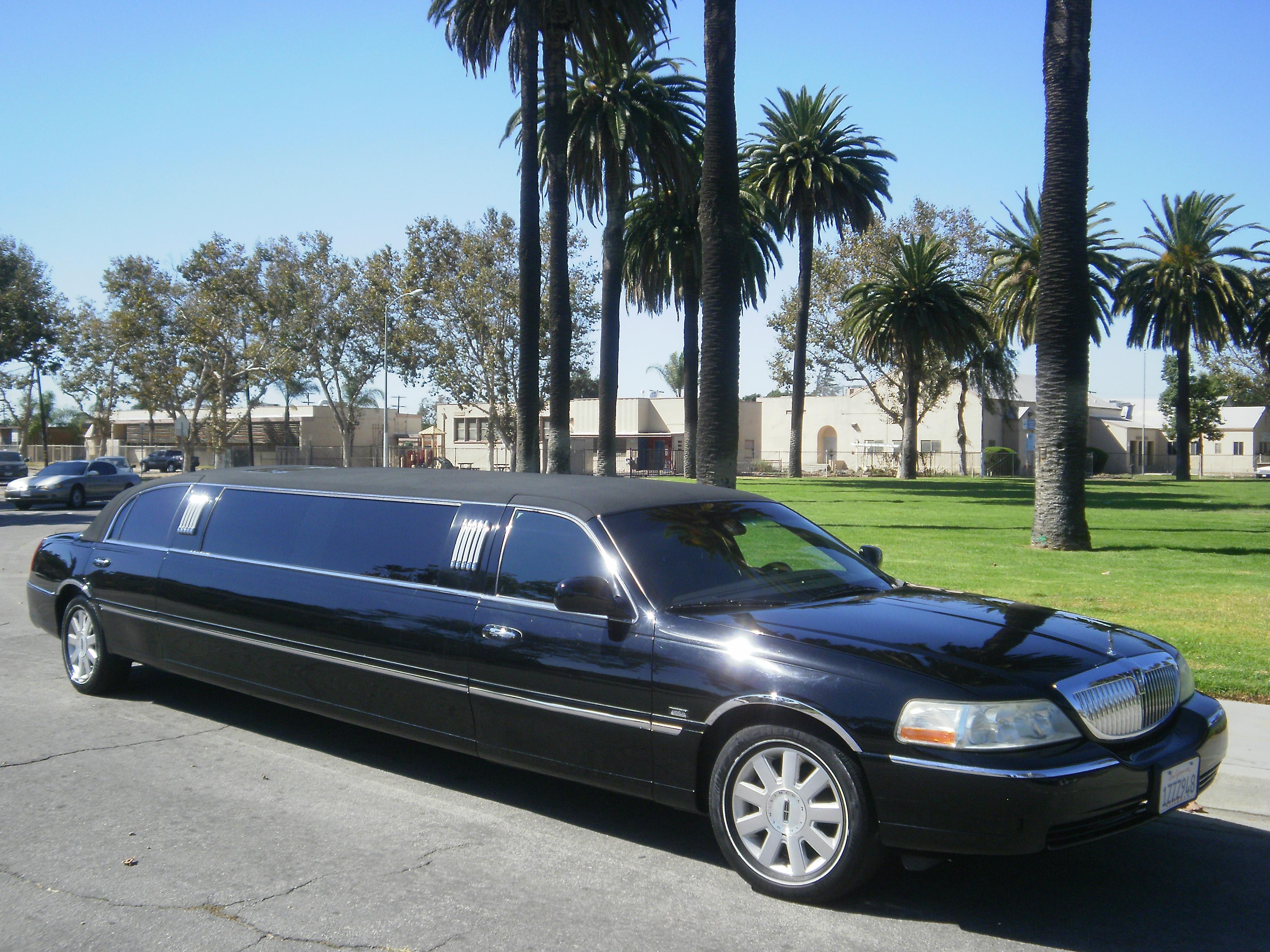 Black Lincoln Town Car 120 Inch Limousine 1076