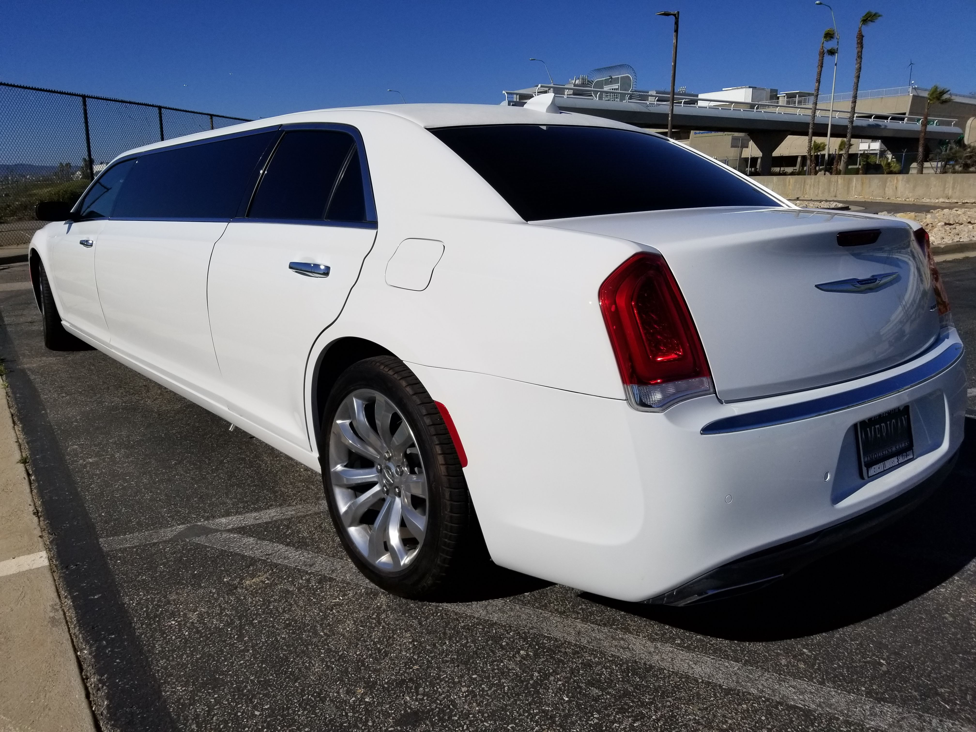 2018 White 70 Inch Stretch Chrysler 300 Limousine For Sale